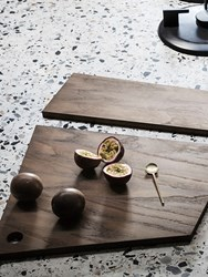 Asymetric-cutting-board-ferm-living-insitu
