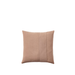 layer-cushion-50x50-rose-muuto
