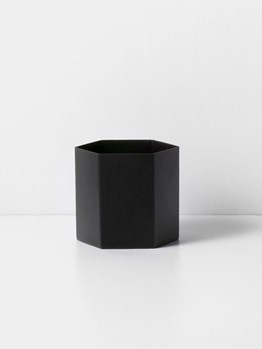 Hexagon-pot-black-large-Ferm+living