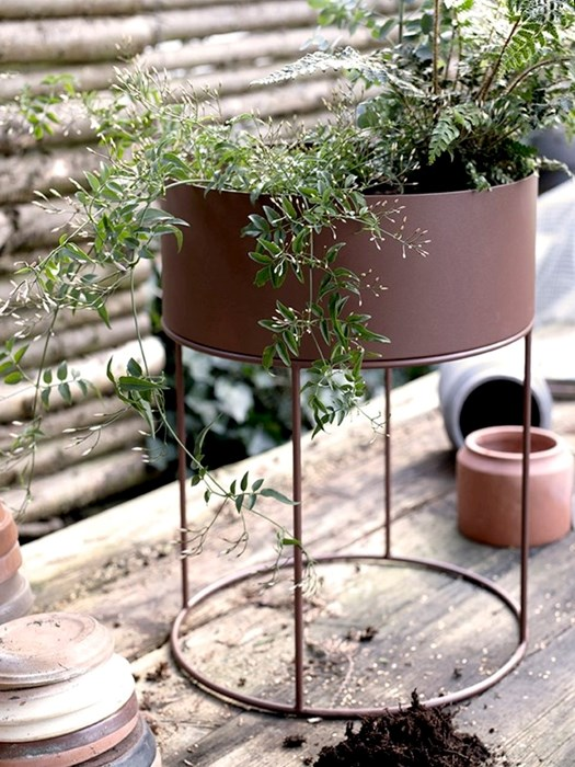 plant-box-red-brown-round-ferm+living-3