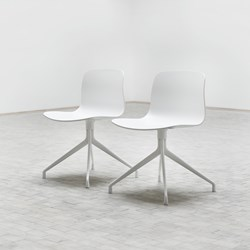 chaise-AAC10-blanc-in situ-2-Hay