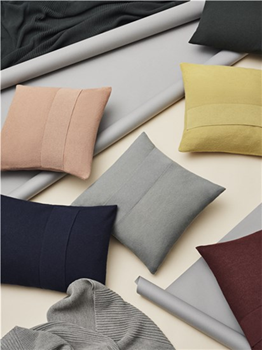 layer-cushion-50x50-multi-muuto-3