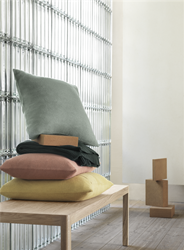 layer-cushion-50x50-multi-muuto